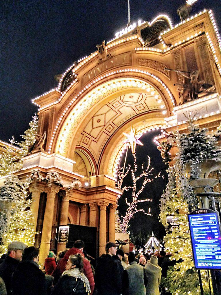 Kopenhagen_Tivoli_Köpenhamn_Kobenhavn_Weihnachten_Eingang_Nacht_Jul_julclub