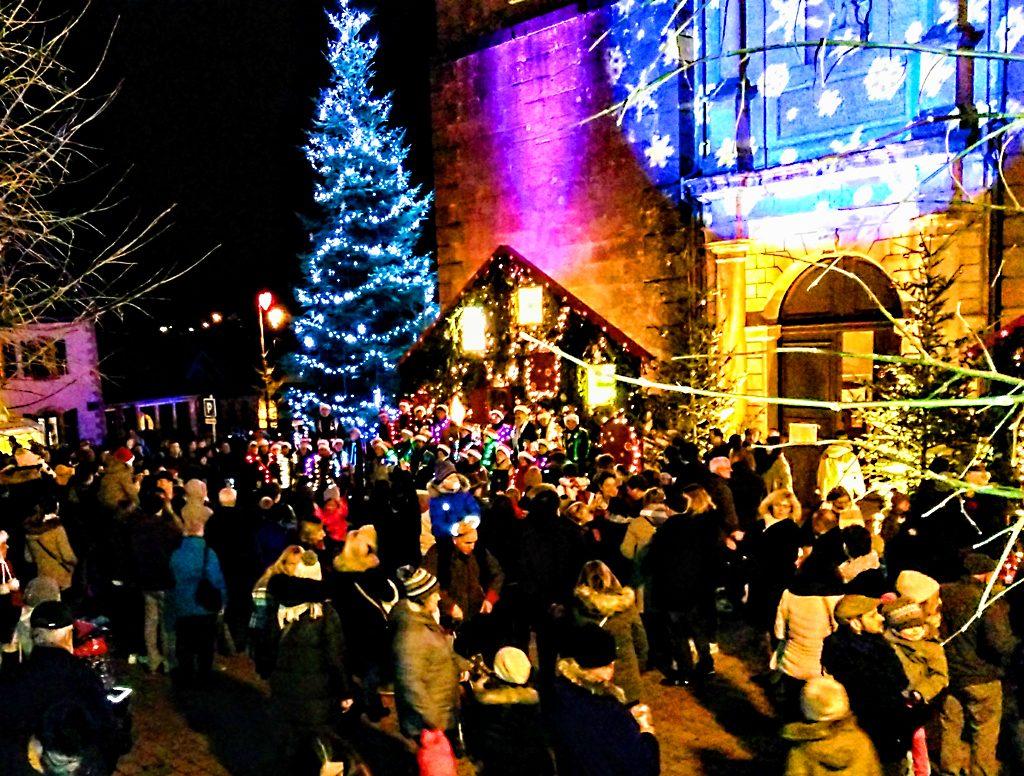Weihnachtsmarkt_Marche_de_noel_St._Quirin_Kirche