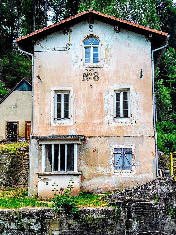 Arzviller_Vallée_des_Eclusiers_Schleusenhaus_8_Wanderweg_Grand l´Est_gres_ros_vosges_club_vosgien