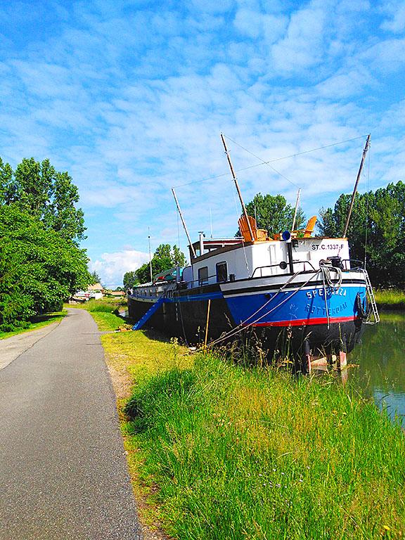 Canal_Marne_Rhin_elsass_alsace_cyclist_velo_fahrradweg_fahrrad_schiff