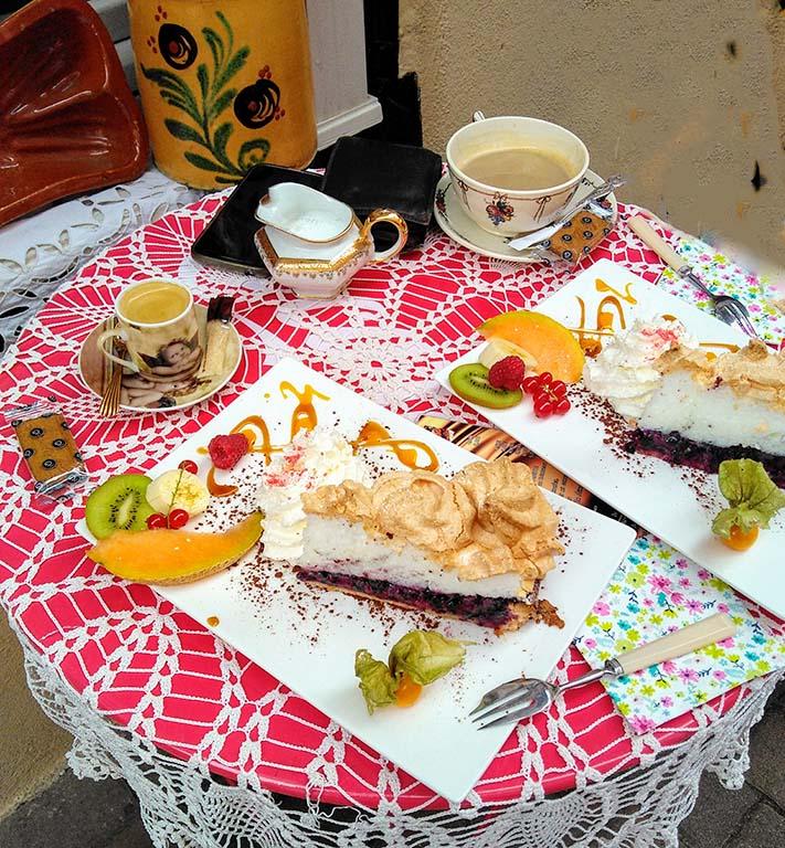 Au_charme_du_passé_Bouxwiller_Alsace_Elsass_grand_est_cafe_du_charme_antiquites_tarte_aux_myrtilles_hanauer_land_julclub_radtour